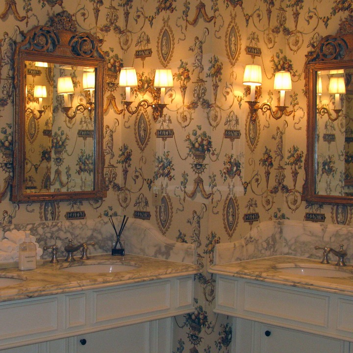 Decorate bathroom with vintage classic mirrors